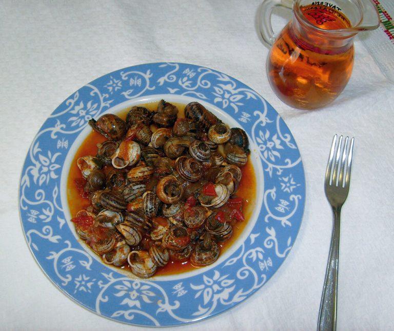 Σαλιγκάρια με σάλτσα (γιαχνί)