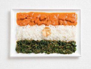 Σημαία της Ινδίας με κοτόπουλο κάρυ, ρύζι, cheera thoran και γκοφρέτα Papadum