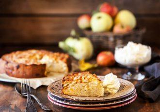 μηλόπιτα κέικ εύκολη και γρήγορη χωρις μιξερ συνταγη αργυρω