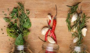 Μπορείτε δώσετε στο αρωματικό λάδι σας, τα αρώματα και τις γεύσεις που εσείς αγαπάτε, με αρωματικά βότανα, μπαχαρικά και φρούτα χρησιμοποιώντας μόνο ένα άρωμα ή συνδυάζοντας περισσότερα ανάλογα με τη χρήση και την προτίμησή σας.