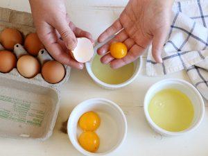 πώς να χωρίσετε τους κρόκους από τα ασπράδια αυγα κροκος τσοφλι