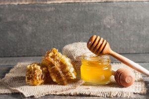 Οι χαμηλές θερμοκρασίες κάνουν το μέλι να κρυσταλλώνει.