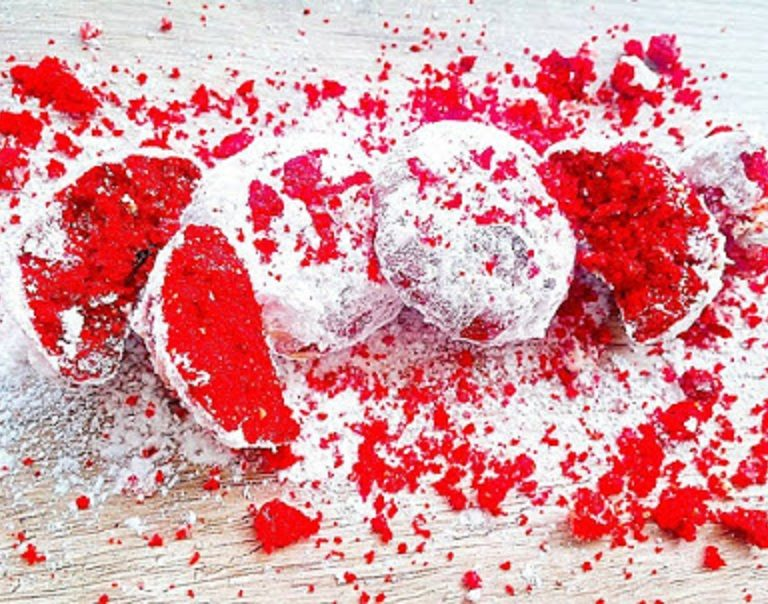 Κόκκινες χιονόμπαλες