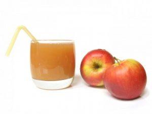 φυσικός χυμός μήλου στο μπλέντερ