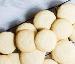 θεικα μπισκότα βουτύρου βασική συνταγή νόστιμα τραγανα με λίγα υλικά αργυρω