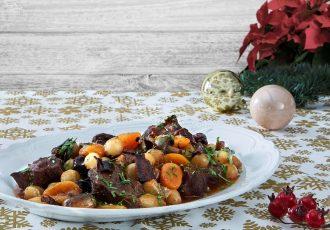 χριστουγεννιάτικο μοσχάρι κατσαρόλας με μανιταρια και δαμασκηνα