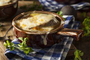 ευκολη γαλλική κρεμμυδόσουπα με τυρί