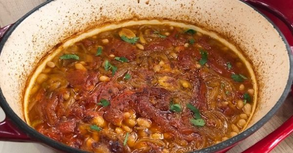 φασολάδα στο φούρνο στη γάστρα παραδοσιακη συνταγη Ροδος