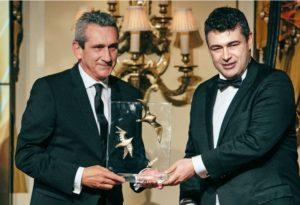 """Το """"παρών"""" στην τελετή απονομής  έδωσαν  η υπουργός Τουρισμού Έλενα Κουντουρά,  ο Γενικός Γραμματέας του ΕΟΤ Κωνσταντίνος Τσέγας, ο πρόεδρος του Εμπορικού και Βιομηχανικού Επιμελητηρίου Αθηνών Κωνσταντίνος Μίχαλος, σημαντικοί θεσμικοί παράγοντες, ακαδημαϊκοί, γνωστοί καλλιτέχνες, δημοσιογράφοι κι εκδότες, γνωστοί επιχειρηματίες και φορείς από το χώρο του τουρισμού καθώς και πολιτικοί."""