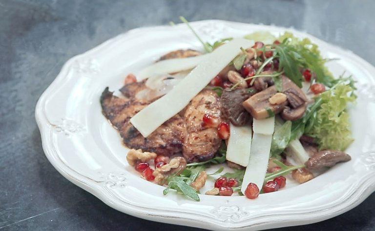 Ψητό κοτόπουλο φιλέτο με σαλάτα