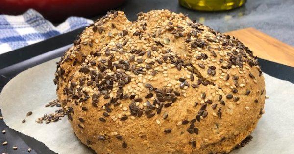 εύκολο πολύσπορο ψωμί ολικής αλέσεως χωρίς μαγιά και χωρίς φούσκωμα σπιτικό