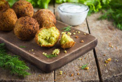 Ρεβυθοκεφτέδες Σίφνου με πατάτα της Αργυρώς-featured_image