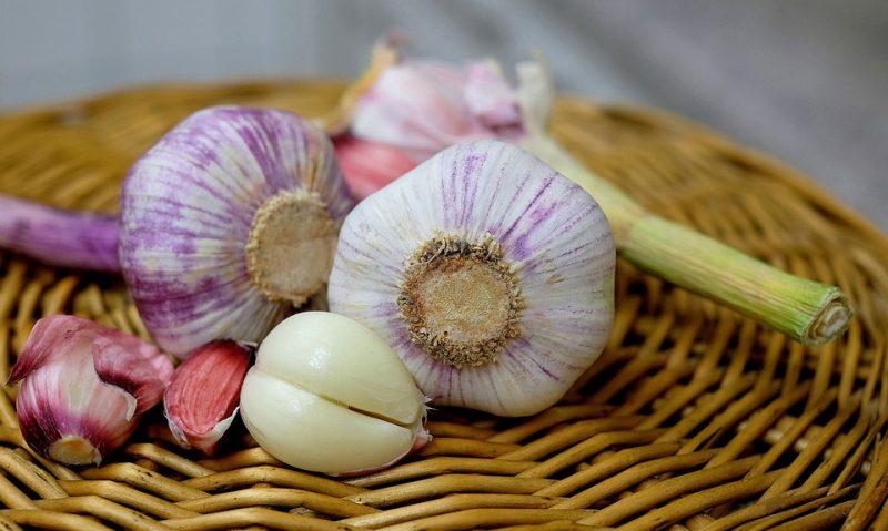 Το αντίδοτο για να μην μυρίζει το σκόρδο στην αναπνοή-featured_image