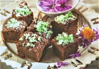 brownies γλυκό με τα πασχαλινά σοκολατένια αυγά που περίσσεψαν