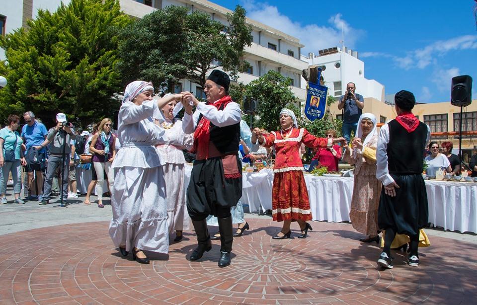 Η εκδήλωση ξεκίνησε με τους χορούς από το χορευτικό συγκρότημα συλλόγου γυναικών Κοσκινού και την ορχήστρα: βιολί κ. Νεκτάριος Κωνσταντάκης, πλήκτρα κ. Μπάτης Νίκος, λαούτο κ. Αντωναράκης Γιώργος, κρουστά κ. Μοσκιού Βασίλης.