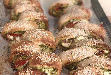 Ψωμί γεμιστό με πέστο και πιπεριά-featured_image