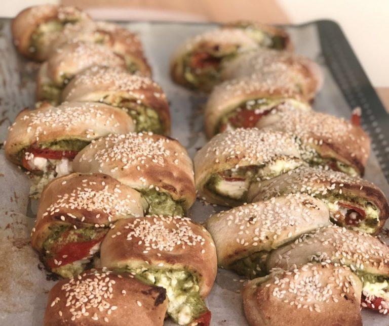 Ψωμί γεμιστό με πέστο και πιπεριά