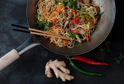 Noodles με κοτόπουλο και γλυκόξινη σάλτσα-featured_image