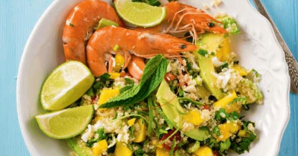 σαλάτα με κινόα και γαρίδες αβοκαντο