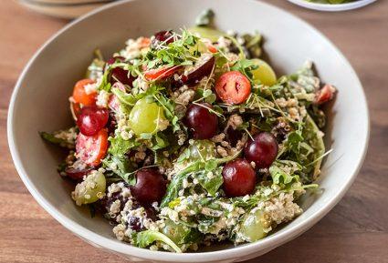 Πράσινη σαλάτα με σταφύλια και κινόα-featured_image