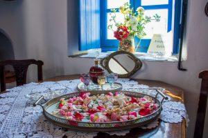 Με μεγάλη επιτυχία και για πρώτη φορά πραγματοποιήθηκε το Σάββατο 8 Ιουνίου στην Αντίπαρο η εκδήλωση γαστρονομίας με θέμα «μαγειρεύοντας στο Κάστρο» και η αναβίωση του παραδοσιακού Αντιπαριώτικου γάμου της δεκαετίας του 60.