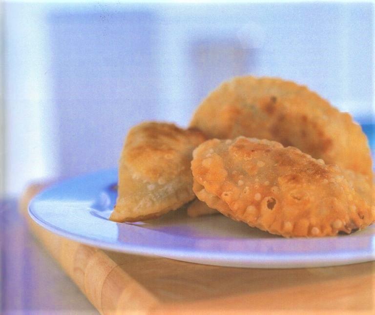 Νησιώτικα τυροπιτάκια με ξινομυζήθρα (Πιταράκια)