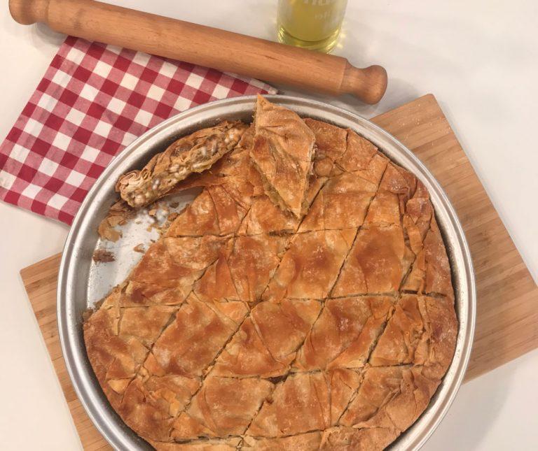 Παραδοσιακή κρεμμυδόπιτα Μυκόνου