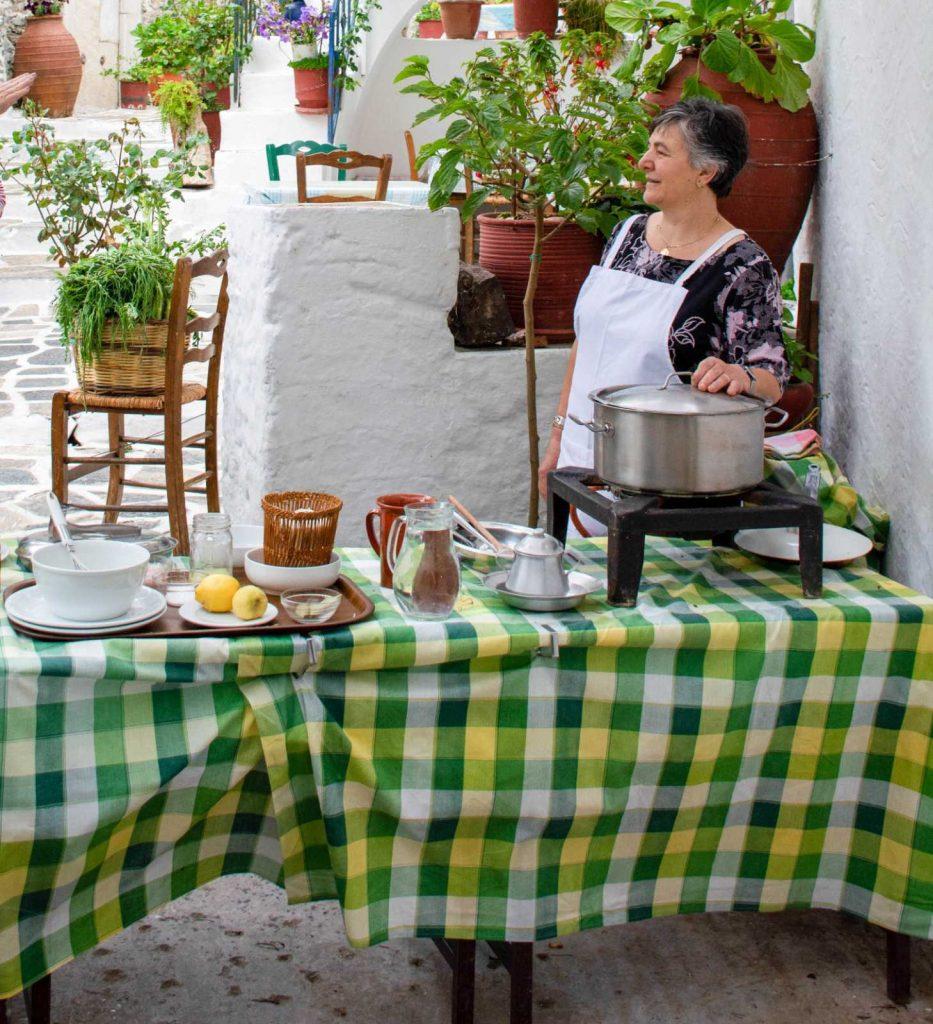 αρνάκι λεμονάτο στην κατσαρόλα αρνί λεμονάτο κατσαρόλας παραδοσιακή συνταγή Νάξος αργυρω οι μαμαδες του αιγαιου