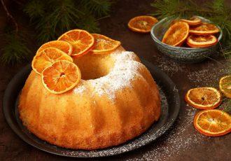 αφρατο κέικ πορτοκάλι με γιαούρτι, σιρόπι και χυμο πορτοκαλιου τελειο αρωματικο ευκολο απλο ζουμερο