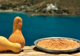 παραδοσιακή γλυκιά κολοκυθόπιτα με σιμιγδάλι σπιτικό φύλλο κίτρινη κολοκύθα συνταγη αργυρω οι μαμαδες του αιγαιου Ιος