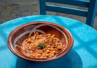 ρεβύθια κοκκινιστά με σάλτσα στην κατσαρόλα κατσαρόλας παραδοσιακή συνταγη πατμος αργυρω οι μαμαδες του αιγαιου