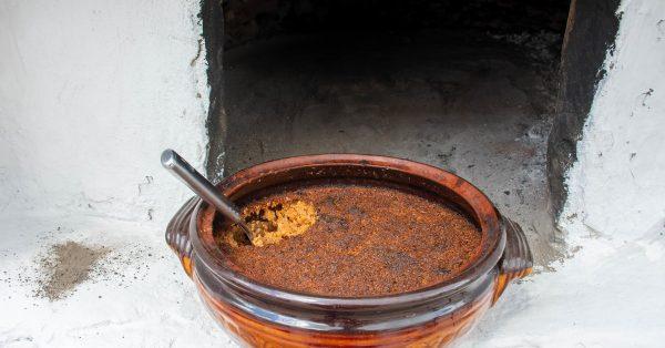 τσούκα ροδου μοσχάρι με πλιγούρι και τραχανα στη γαστρα στο πηλινο παραδοσιακη συνταγη ροδος αργυρω οι μαμαδες του αιγαιου