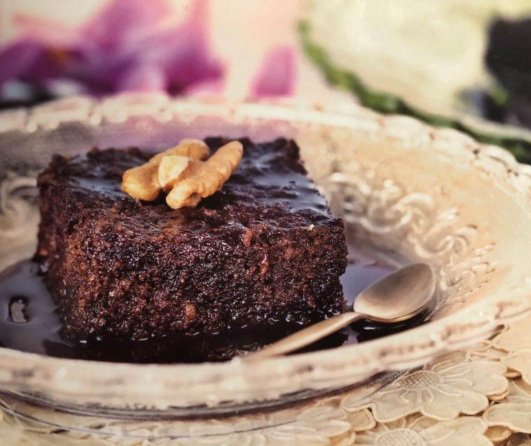 Καρυδόπιτα με σιρόπι σοκολάτας