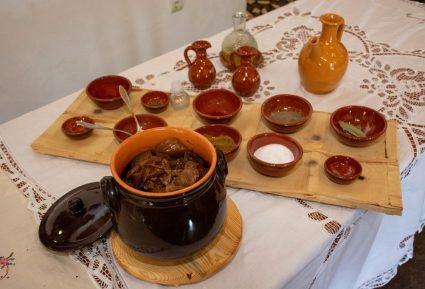 Κατσικάκι κοκκινιστό στο φούρνο-featured_image