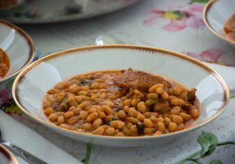 φασόλια με κρέας στην κατσαρολα φασολάδα με λόπια κατταβιας παραδοσιακη συνταγη ροδος αργυρω οι μαμαδες του αιγαιου