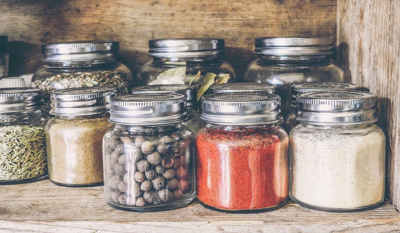 Τα τρόφιμα που δεν πρέπει να λείπουν από το ντουλάπι της κουζίνας σας-featured_image