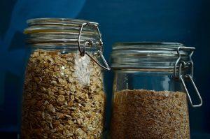 Τα τρόφιμα που δεν πρέπει να λείπουν από το ντουλάπι της κουζίνας σας