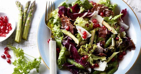 πράσινη Χριστουγεννιάτικη σαλάτα με ρόδι και μαρούλι