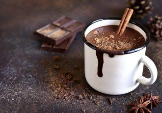 ρόφημα ζεστή σοκολάτα με κουβερτουρα και κρέμα γάλακτος ευκολη συνταγη