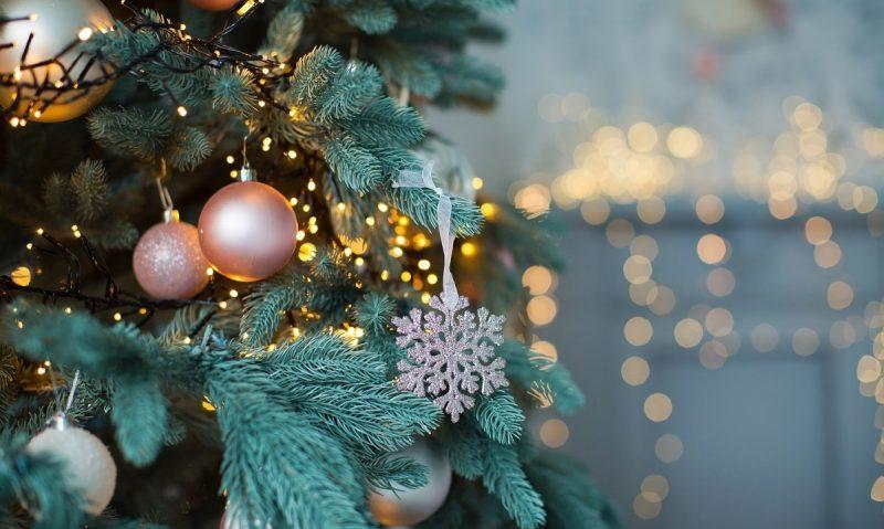 Πώς θα καθαρίσω το χριστουγεννιάτικο δέντρο-featured_image