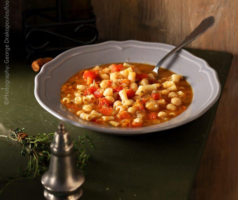 Ρεβύθια σούπα με ντομάτα