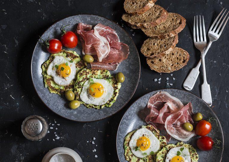 Αυγά ορτυκιού σε pancakes