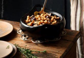 κοκκινιστά ρεβύθια με μελιτζάνες στο φούρνο στη γαστρα συνταγή φουρνου