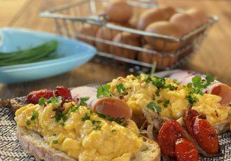 Scrambled eggs (αυγά σκραμπλ)-featured_image