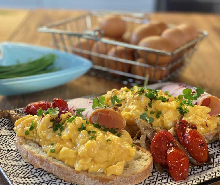 Scrambled eggs (αυγά σκραμπλ)