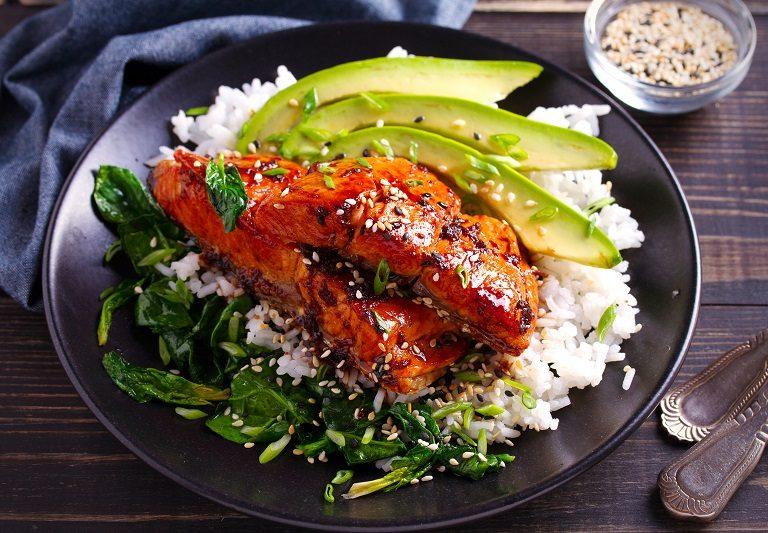 Σολομός με σάλτσα τεριγιάκι και ρύζι