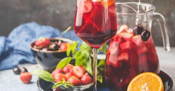σπιτικη σαγκρία συνταγη αλκοολ λευκη σανγκρια κοκτειλ με κρασι sangria
