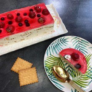 συνταγη γιαουρτογλυκό με ζελέ, μπισκότα και φράουλες