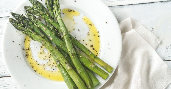 Σπαράγγια βραστά σαλάτα