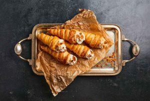 κορνέ γλυκό συνταγη κορνεδάκια σιροπιαστα με κρεμα